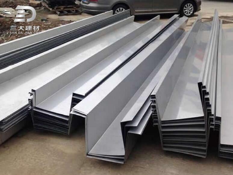 钢构配件常用的Z型钢和C型钢有什么不同?