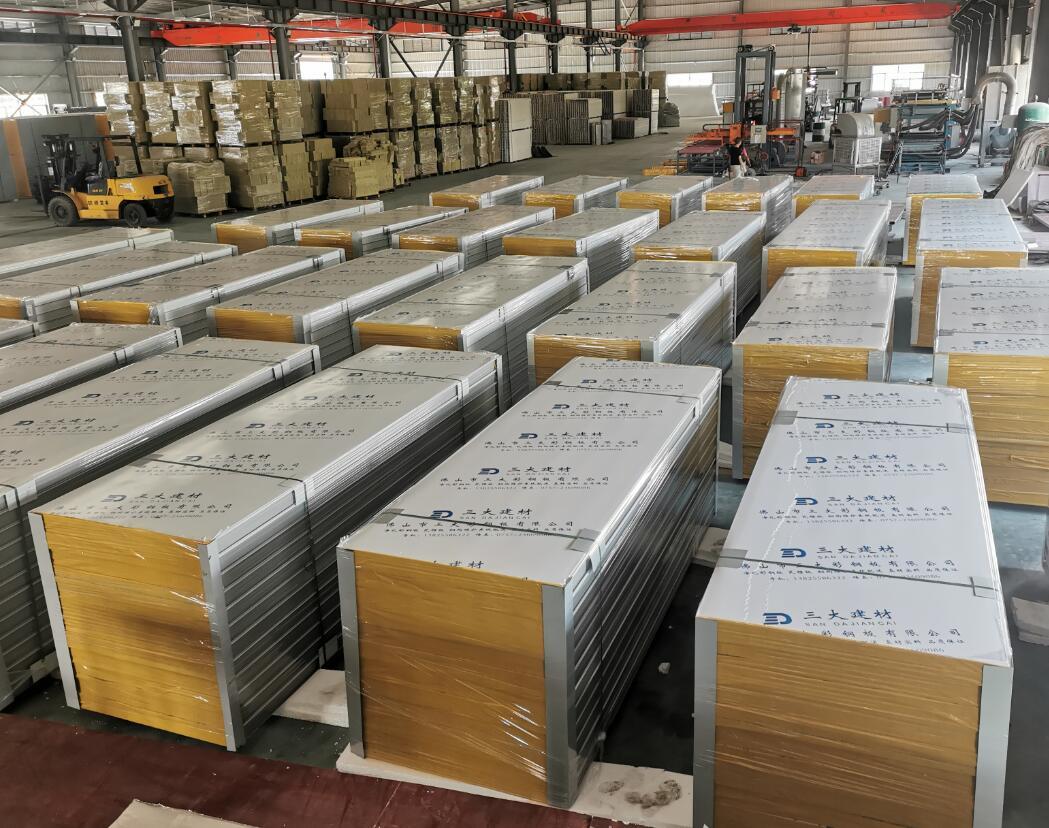 保温聚氨酯夹芯板具有哪些性能特点优势?